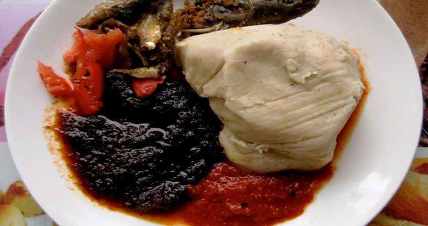 The 7 Ghanaian foods every worker buys after work